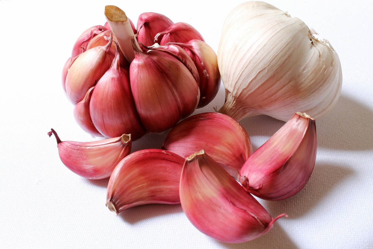 Why I Eat a Fresh Raw Clove of Garlic Daily